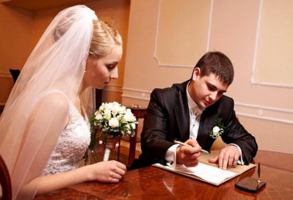 добровольное вступление в брак